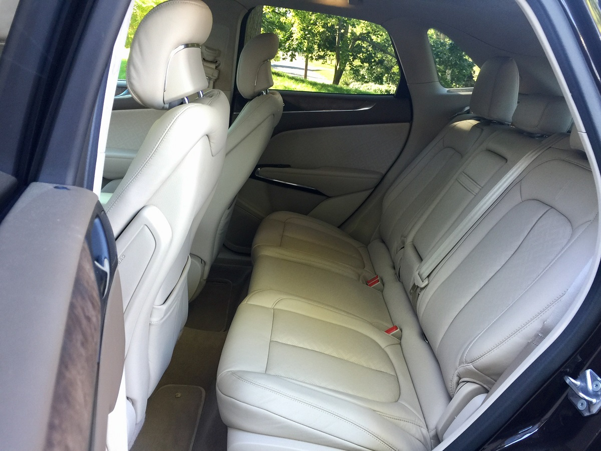 2016-lincoln-mkc-black-label-rear-seats
