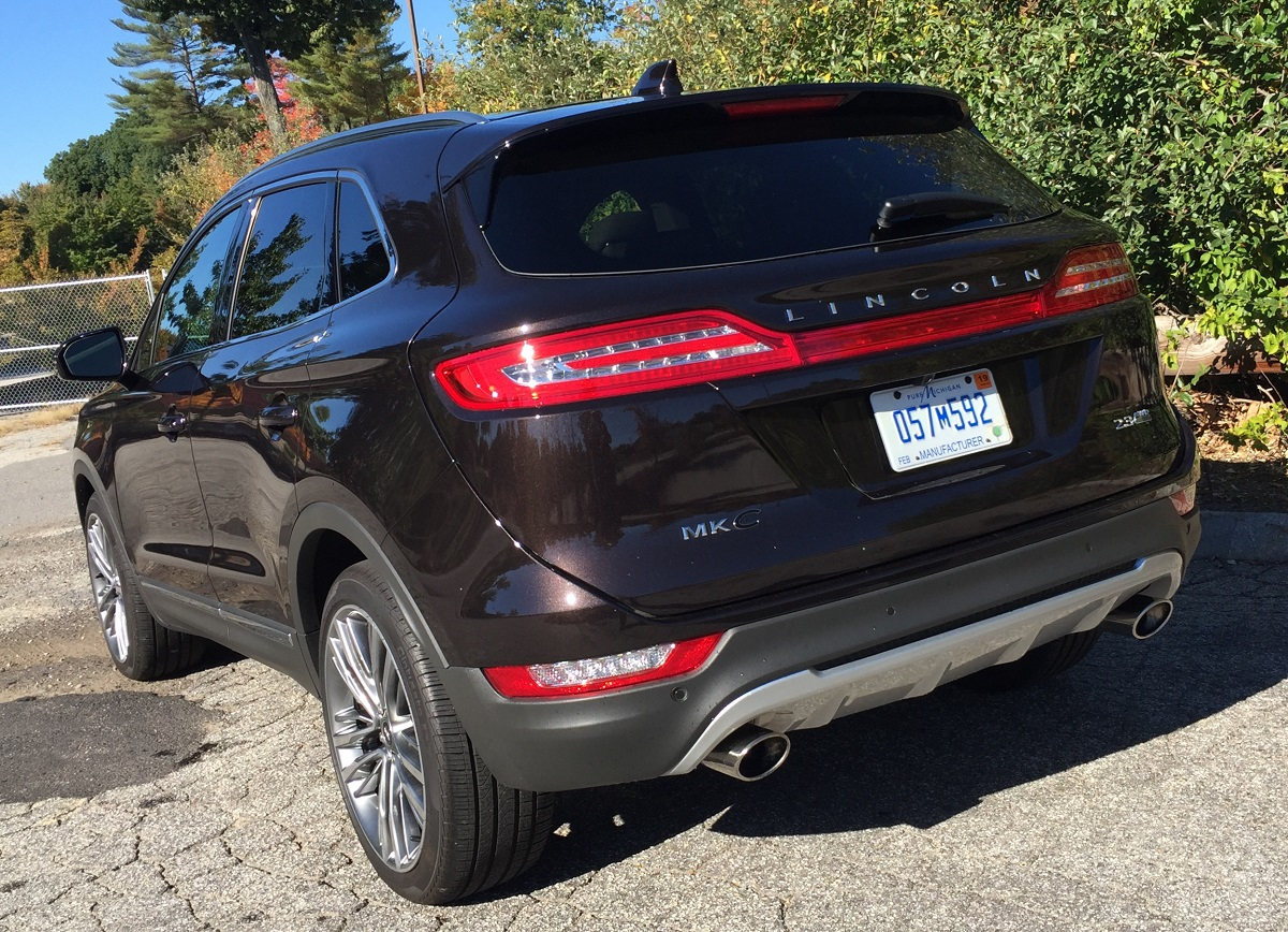 2016-lincoln-mkc-black-label-rear
