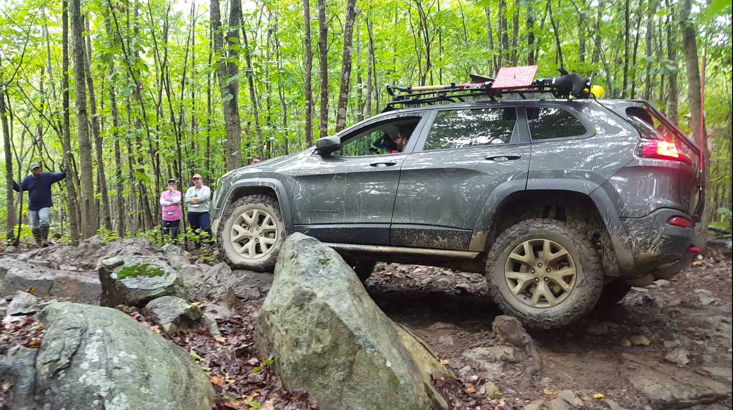 Is The Jeep Cherokee Trailhawk Really Trail Rated See For Yourself on 1990 cherokee lifted