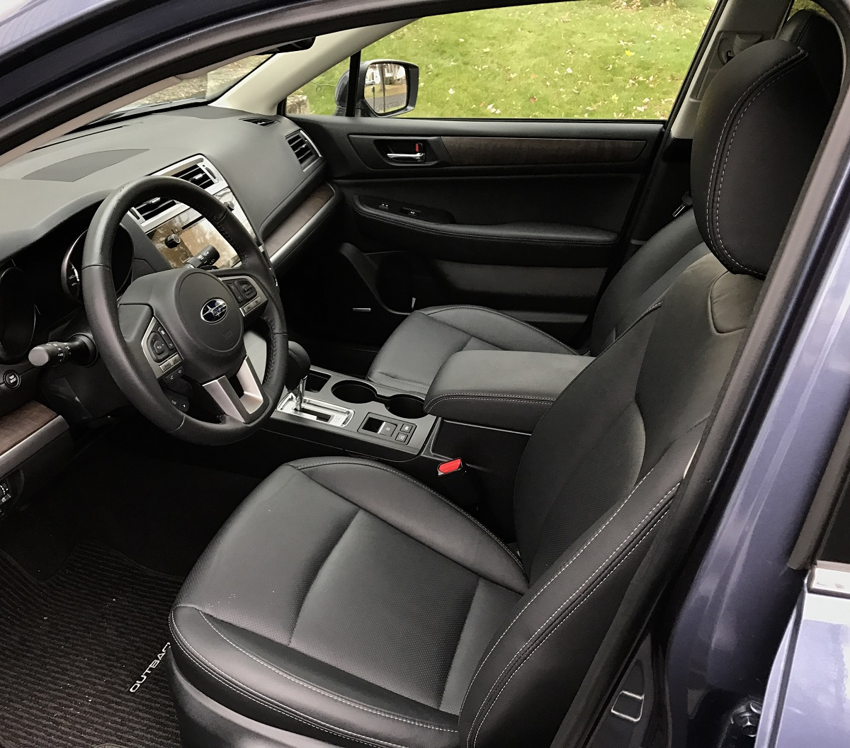 2017-subaru-outback-front-seats