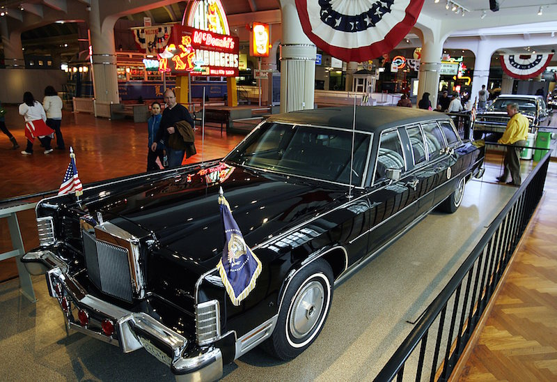 presidential-limousine-reagan-1972-lincoln-continental