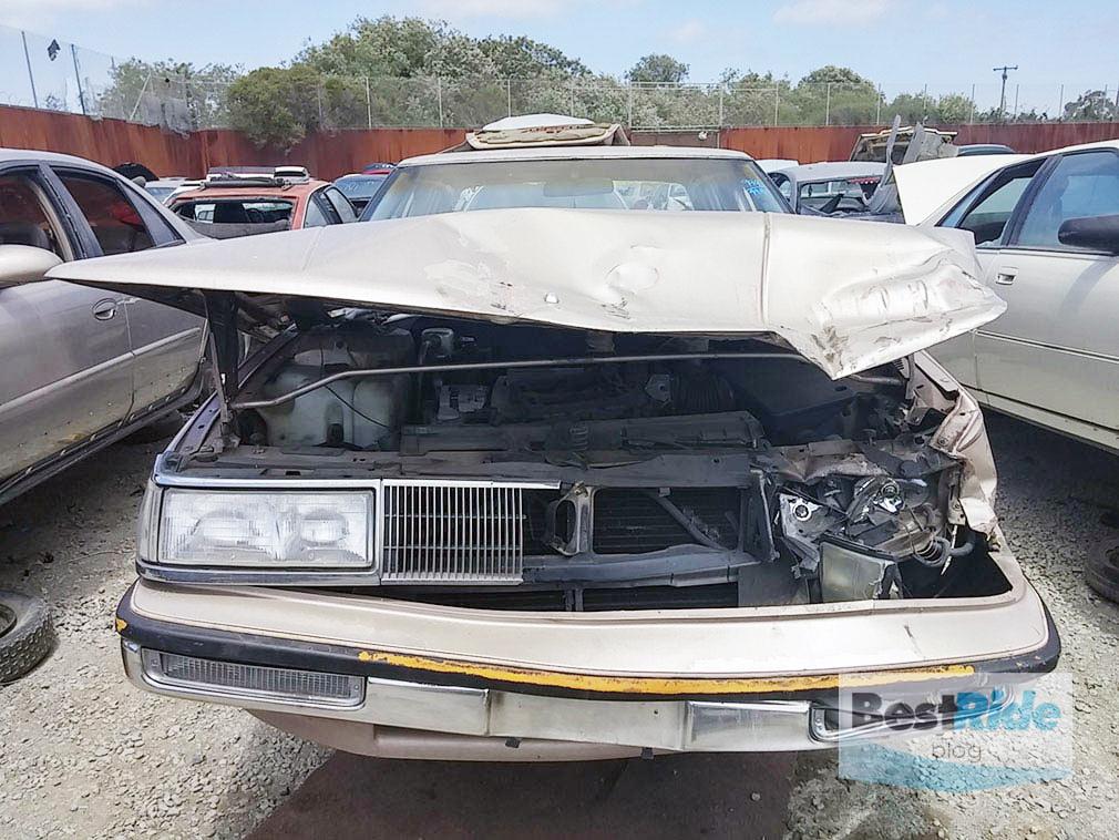 junkyard_buick_oldsmobile_luxury_1-12