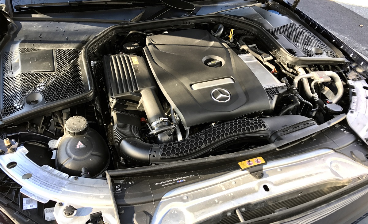 Review 2017 mercedes benz c300 an affordable sports for Mercedes benz c300 engine