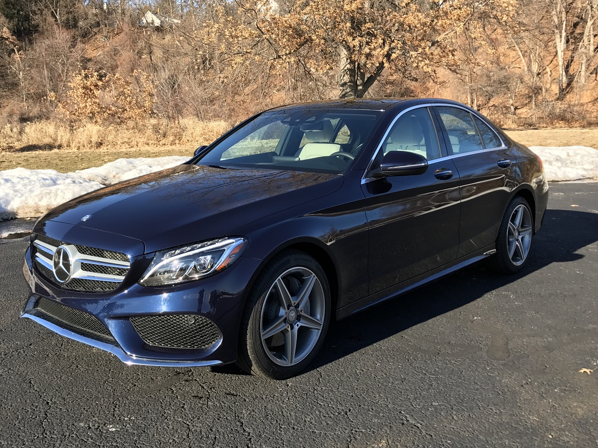 Review 2017 mercedes benz c300 an affordable sports for Mercedes benz c300 cost