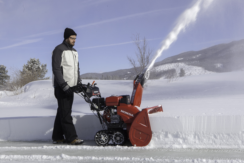 Product Review Honda Hss1332atd Putting Snow In The Neighbor S Yard