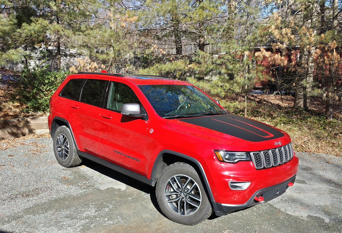 review 2017 jeep grand cherokee trailhawk 4x4 two rows eight cylinders zero compromises. Black Bedroom Furniture Sets. Home Design Ideas