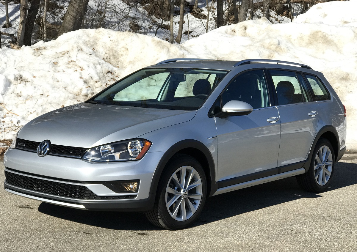 2017 volkswagen golf wagon. it provides 170 horsepower with 199 lb-ft of torque that make this wagon fun to drive. it\u0027s no sports sedan, but still surprisingly peppy. 2017 volkswagen golf t