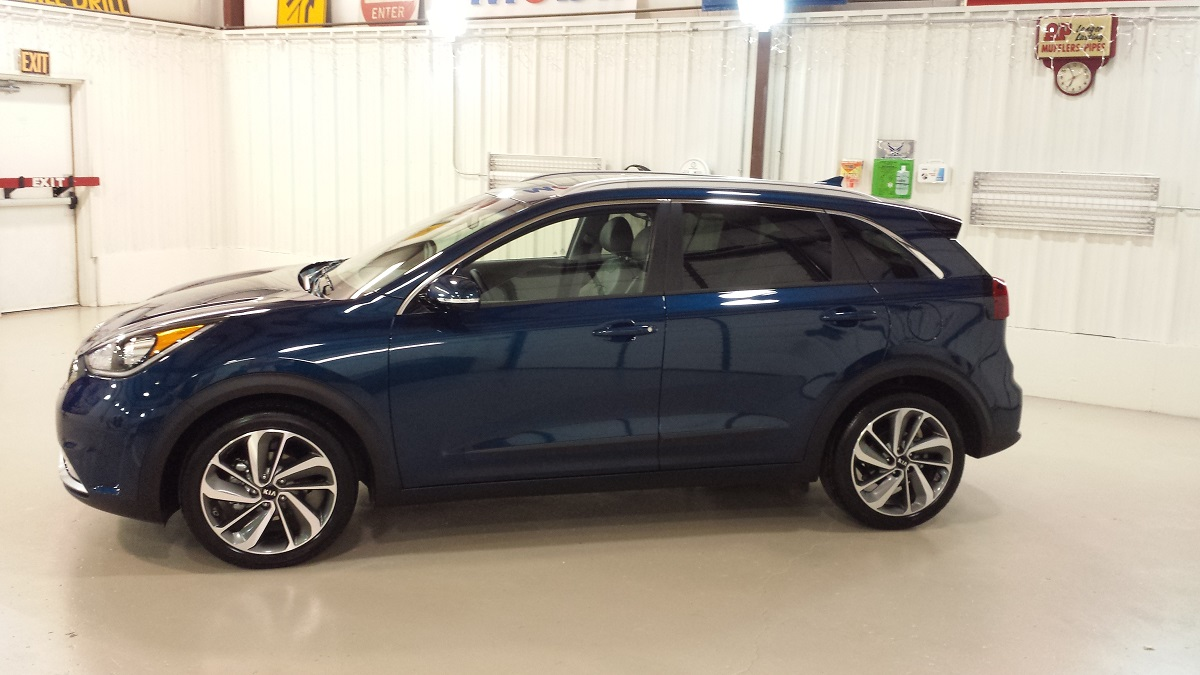 review 2017 kia niro finally a green vehicle in the right packaging bestride. Black Bedroom Furniture Sets. Home Design Ideas