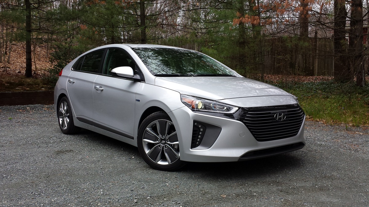 review 2017 hyundai ioniq hybrid limited the promise of ultra mileage with few compromises. Black Bedroom Furniture Sets. Home Design Ideas