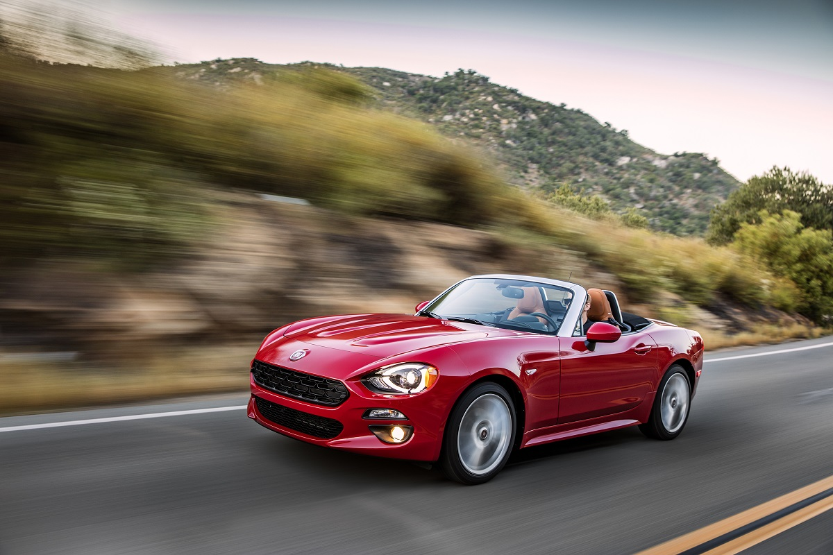 review 2017 fiat 124 spider the italian roadster is back bestride. Black Bedroom Furniture Sets. Home Design Ideas
