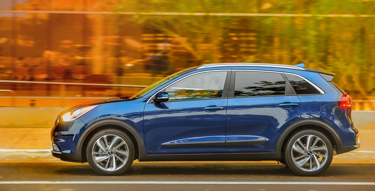 review 2017 kia niro hybrid efficiency in a subcompact crossover bestride. Black Bedroom Furniture Sets. Home Design Ideas