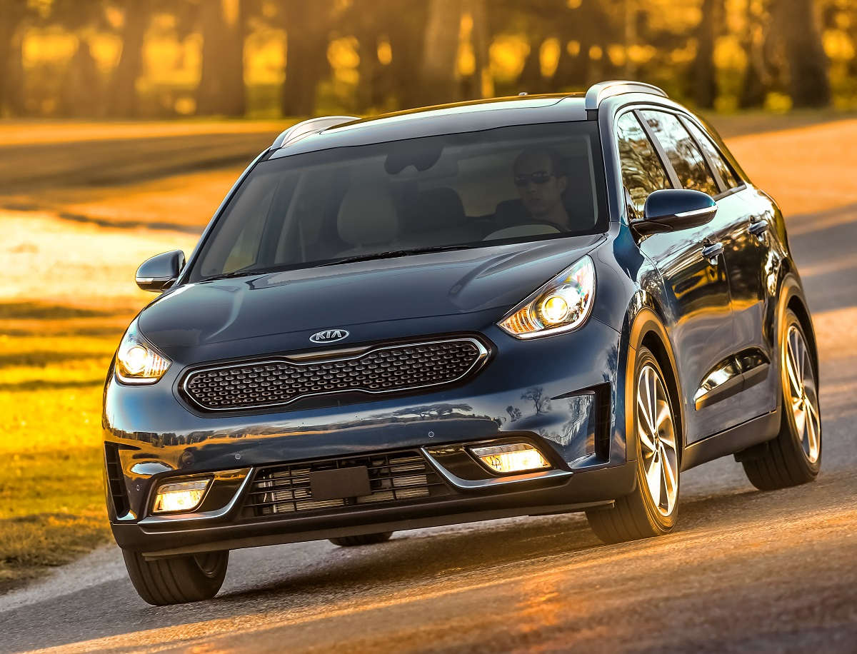 Review 2017 Kia Niro Hybrid Efficiency In A Subcompact Crossover