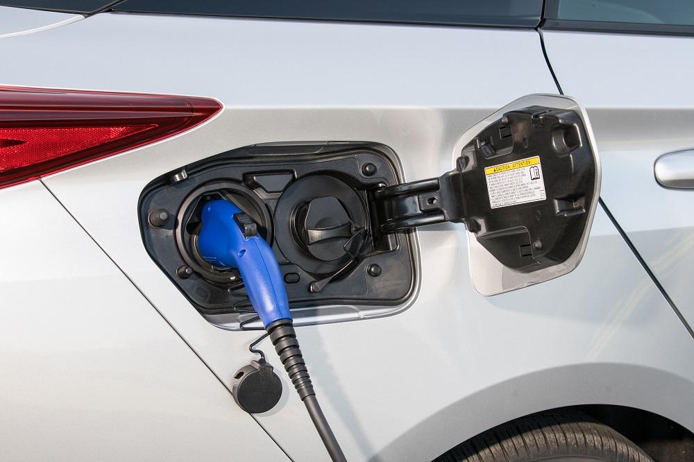 BUYERS GUIDE: Understanding Plug-in Hybrids & Range ...