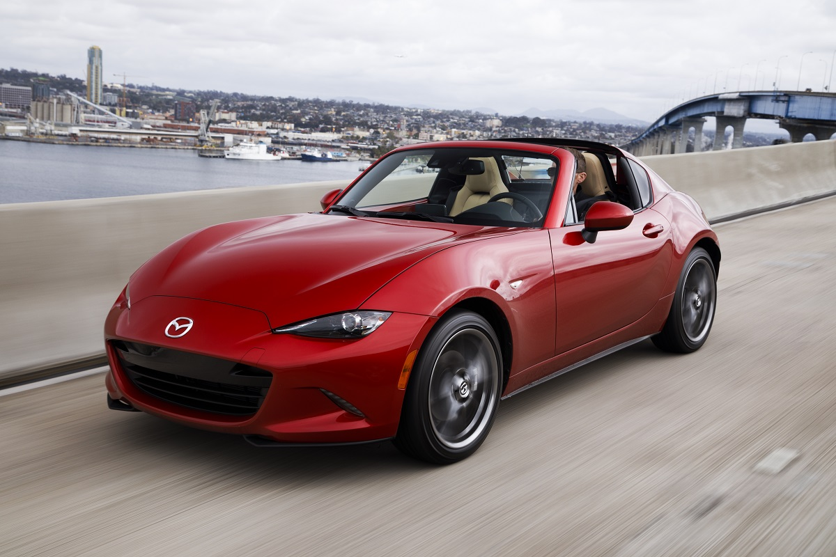 review mazda mx 5 miata rf the roadster gets a hard top. Black Bedroom Furniture Sets. Home Design Ideas