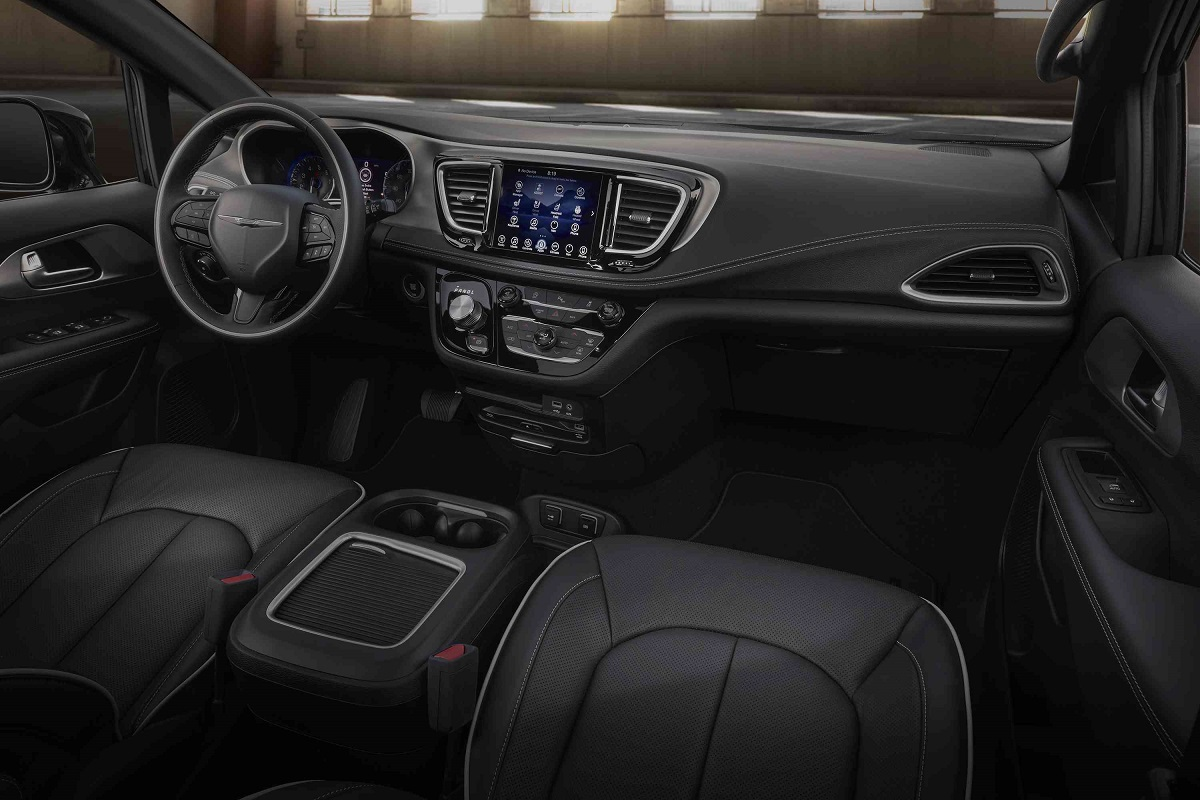 2018 chrysler pacifica gets an attitude with s appearance package bestride. Black Bedroom Furniture Sets. Home Design Ideas