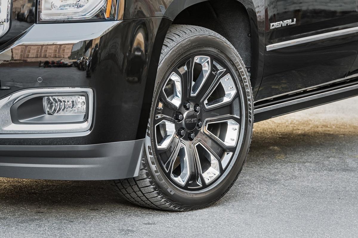 2018 GMC Yukon Denali Ultimate Black Edition: Big SUV, Big ...