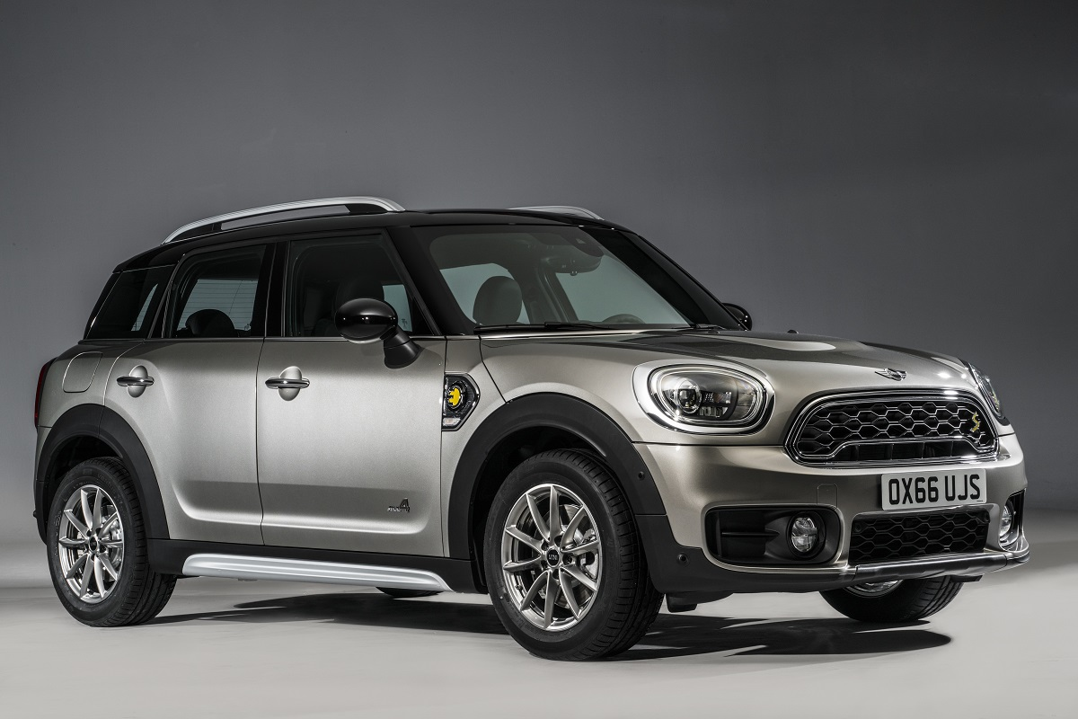 review 2018 mini cooper s e countryman all4 the mini gets a plug in hybrid bestride. Black Bedroom Furniture Sets. Home Design Ideas