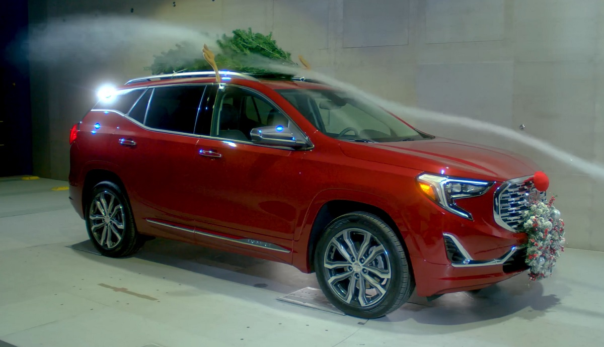 Video Gmc Proves Decorating A Car For Christmas Kills Fuel Economy