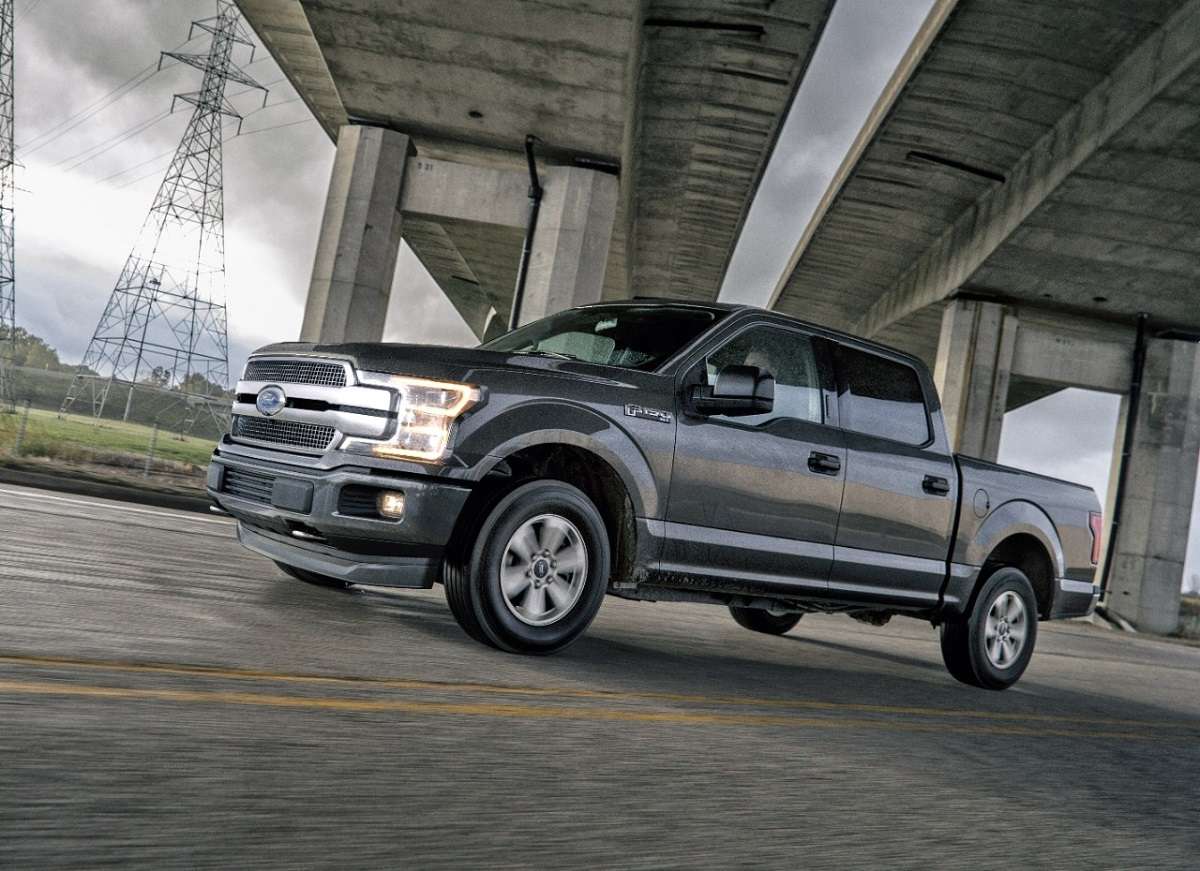review 2018 ford f 150 combines truck capability and passenger comfort bestride. Black Bedroom Furniture Sets. Home Design Ideas