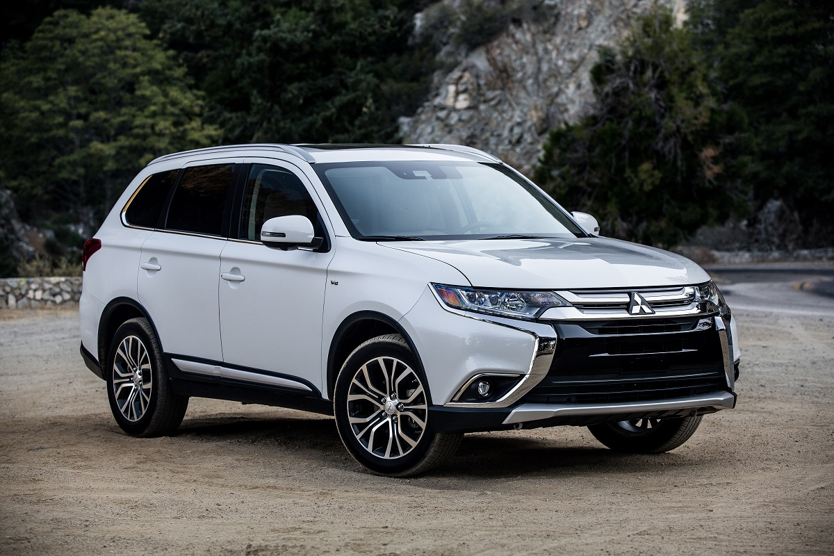 Review 2018 Mitsubishi Outlander Is A 7 Passenger Bargain Bestride