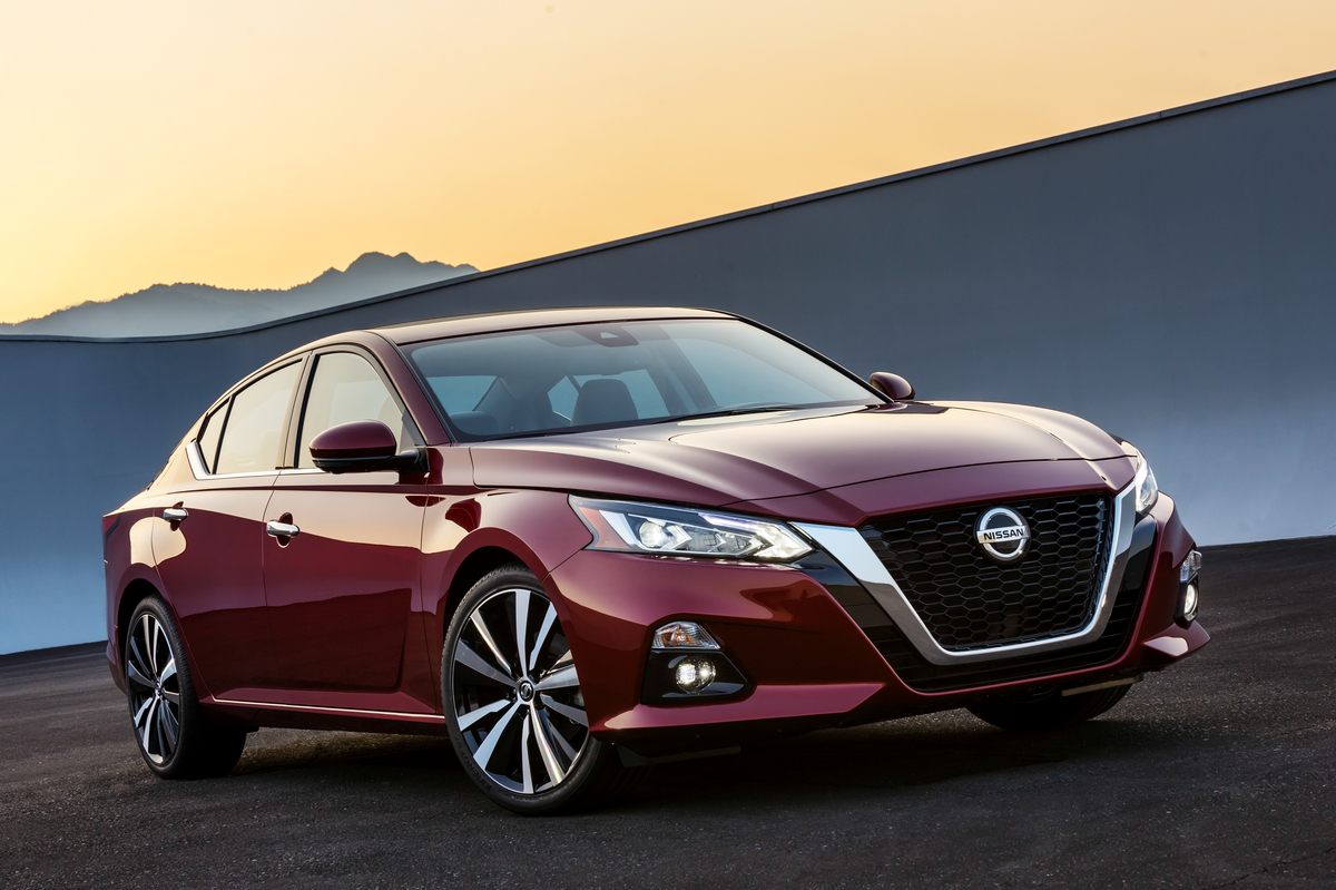 all new 2019 nissan altima debuts at new york auto show bestride. Black Bedroom Furniture Sets. Home Design Ideas