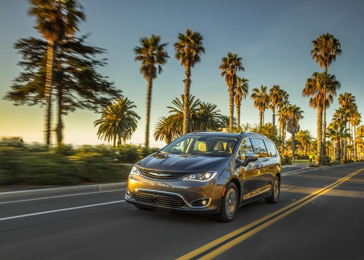 Review 2018 Chrysler Pacifica Hybrid Finally A Hybrid Minivan