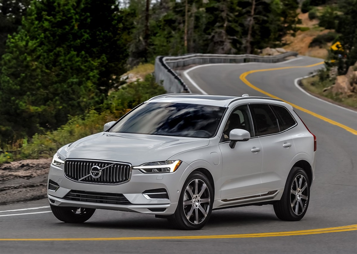 review all new 2018 volvo xc60 plug in hybrid is understated luxury bestride. Black Bedroom Furniture Sets. Home Design Ideas