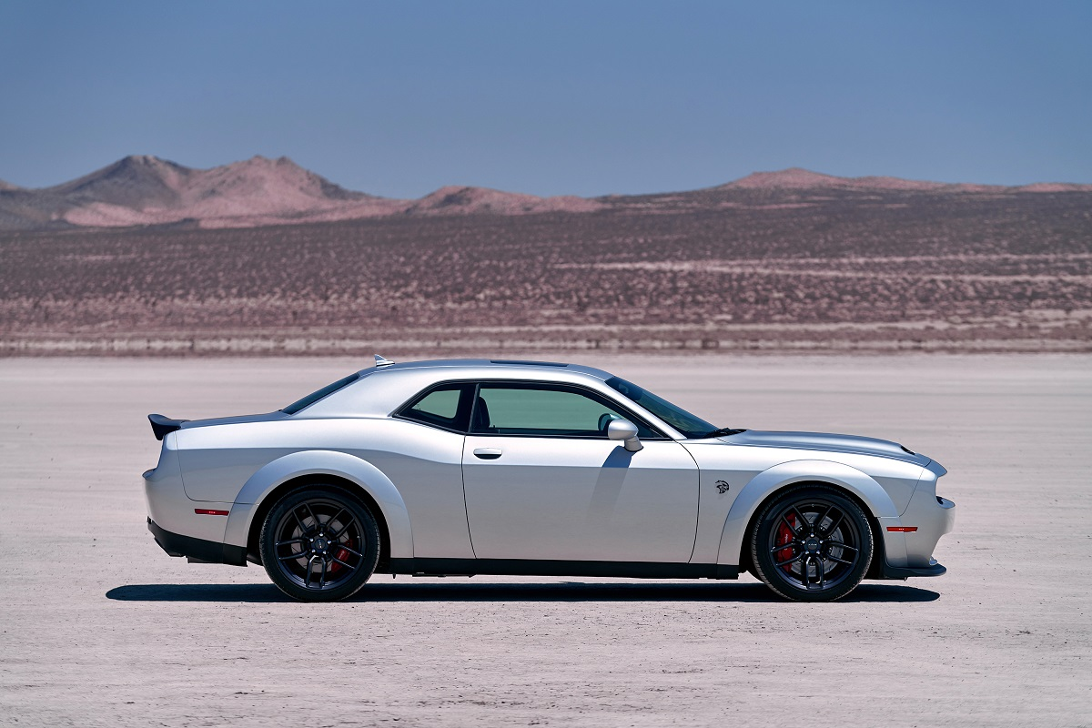 dodge challenger srt hellcat redeye debuts with 797 horsepower bestride. Black Bedroom Furniture Sets. Home Design Ideas