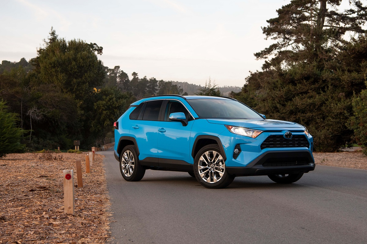 REVIEW: 2019 Toyota RAV4 XLE AWD - Will It Retain its #1 ...